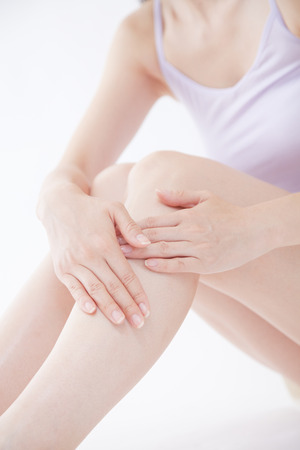 foot cream: Hand of women who apply the cream on the foot Stock Photo