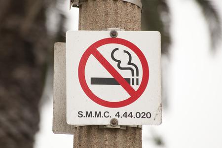 non: Non smoking signs