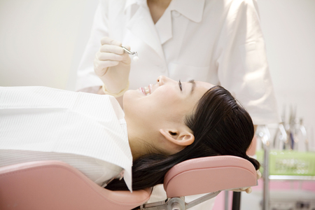 Women who undergo dental treatment Stockfoto