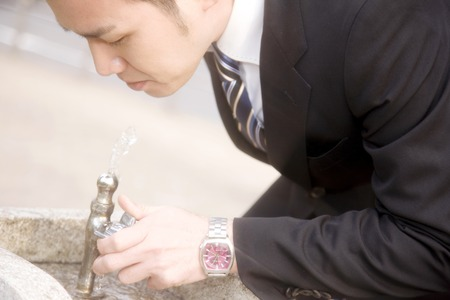grifo agua: Beber agua del grifo Empresario