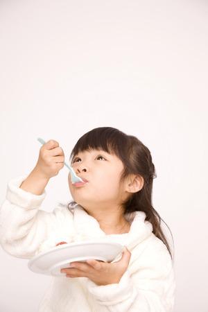 Girls eat cake.