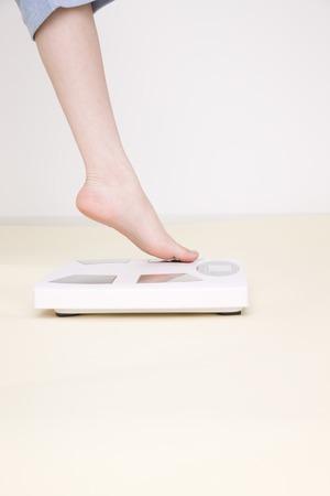 los seres vivos: Pies de la mujer para confirmar el peso