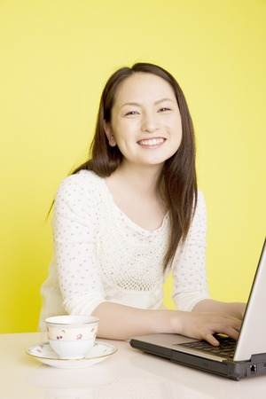 fiddle: Women who fiddle with laptop