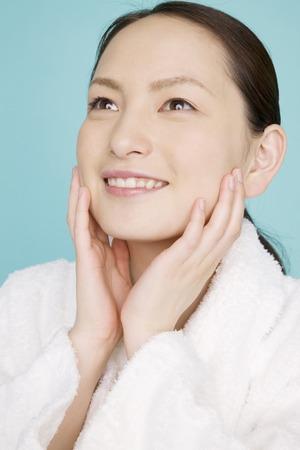 seres vivos: Las mujeres utilizan cuidado de la belleza