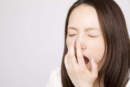 cansancio: Mujer bostezo