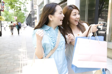 shopping buddies: 2 women of that shopping in the city
