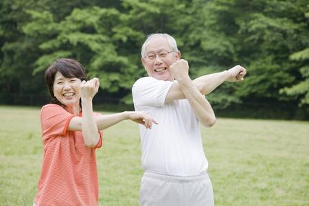 Elderly couple to the radio gymnastics in the park