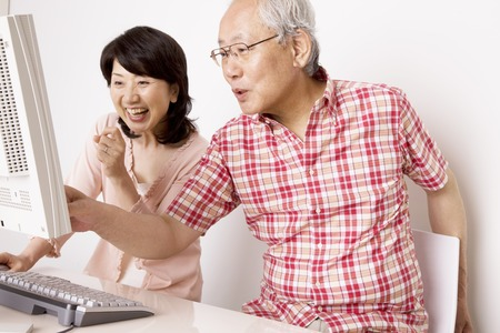 Elderly couple to operate the personal computer