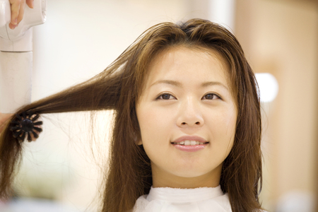 coiffeur: Women have dry hair hairdresser
