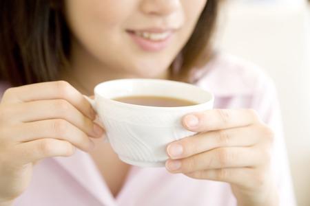 livelihood: Mouth of women who drink tea