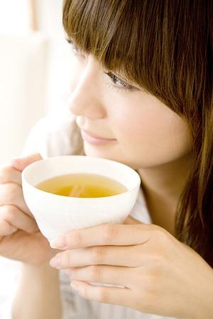 los seres vivos: Beber té de mujer