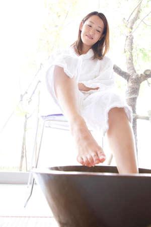 esthetician: Women undergoing foot bus