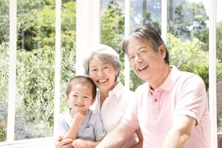 Grandmother to entertain the grandchildren Standard-Bild