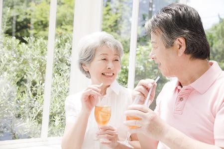 sixty: Drink iced tea elderly couple