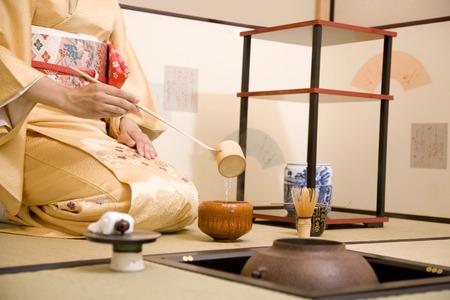 Women scoop the hot water in the dipper 写真素材