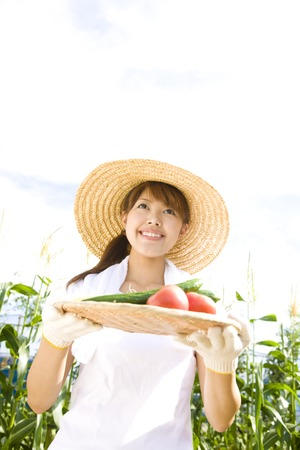 Women who hold out the vegetables that are caught in the field