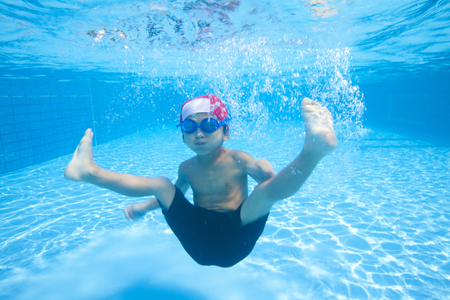 wading: Boy swimsuit that dive into the water