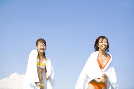 bath towel man: Women swimsuit that wind the bath towel on the body
