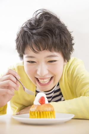 Woman eating cake Banco de Imagens