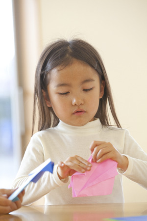 kindy: Folding origami nursery girls