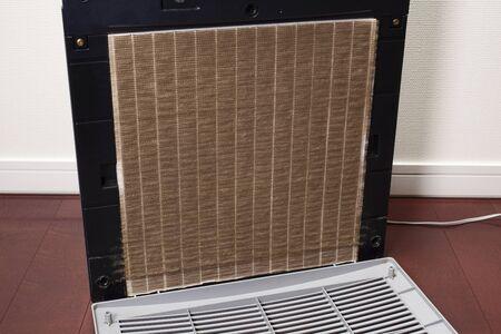 air cleaner: Filtro purificador de aire sucio Foto de archivo