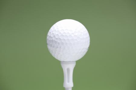 ゴルフ ボールとティー