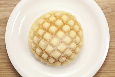 メロン パン皿の上に配置されています。