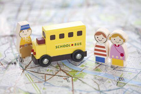 木の人形とリスク ルール バスのイメージ 写真素材