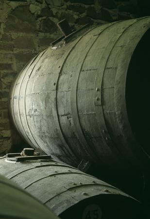 aging: Wine aging barrels