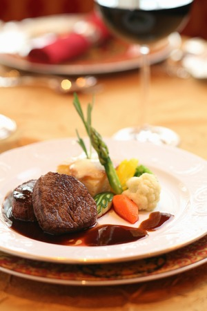 wine sauce: Beef tenderloin red wine sauce