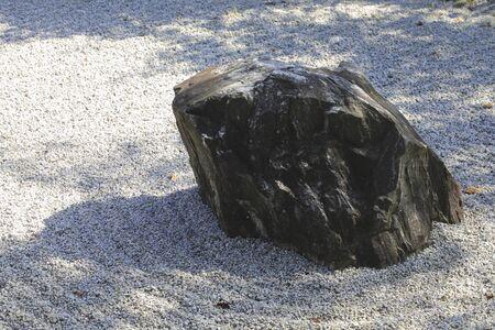 karesansui: Garden rock
