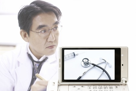 utiles de aseo personal: Medical devices goes to the doctor and the mobile screen