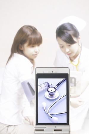 utiles de aseo personal: utensilio m�dico que va a la enfermera y el paciente con la pantalla port�til Foto de archivo