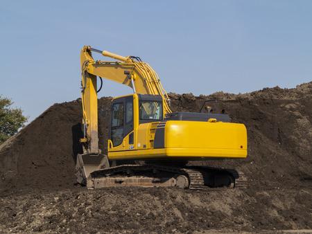 heavy equipment: Civil engineering construction