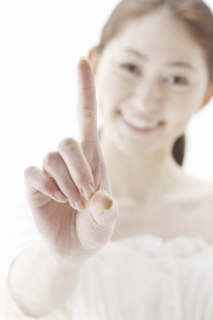 no1: The index finger of the woman