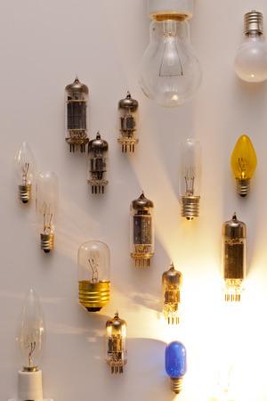 真空管、電球イメージ