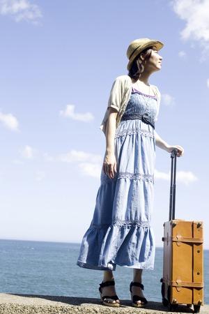 los seres vivos: Mujer con bolsa de transporte
