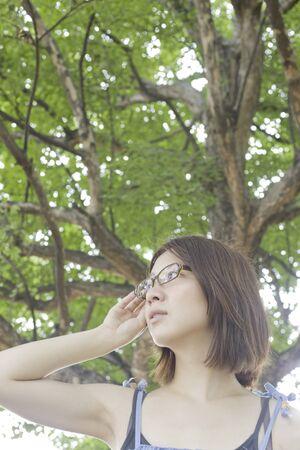 los seres vivos: Mujer con gafas Foto de archivo
