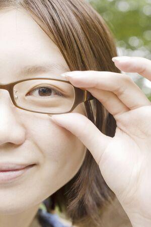 seres vivos: Mujer con gafas Foto de archivo