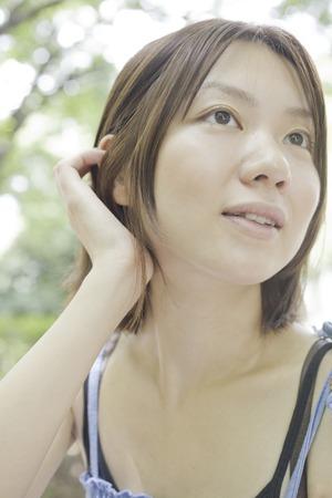 gente adulta: Las mujeres que ponen los pelos en el oído