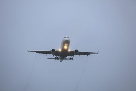 airliner: Airliner to land in the fog