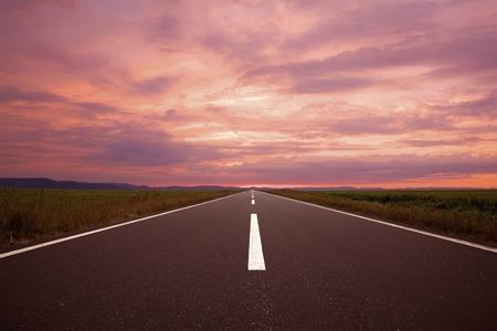 amanecer: Salida del sol carretera