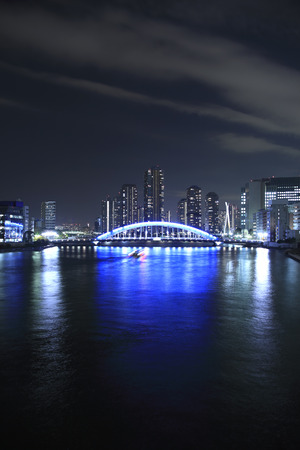 21: Night view of permanence Bridge and the River City 21