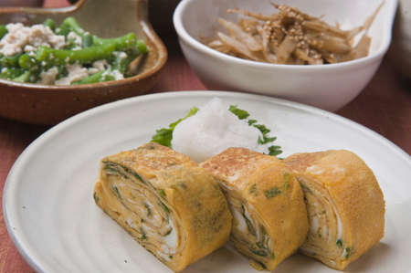 huevos estrellados: Huevos fritos y un tazón pequeño
