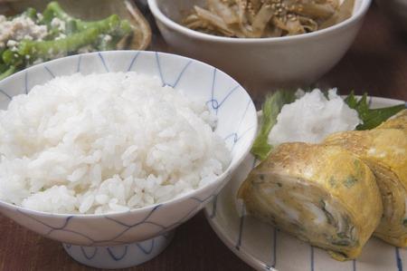 huevos estrellados: Huevos fritos y arroz Foto de archivo