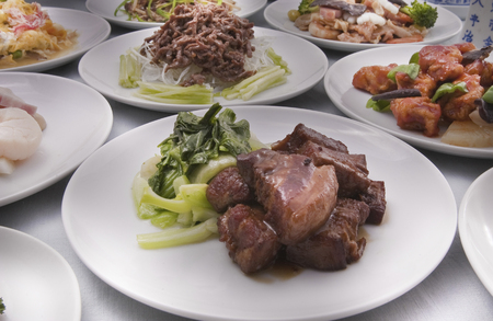 dongpo: Dongpo Pork and Chinese table