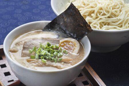 豚骨と醤油麺