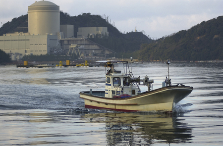 nuclear power plant: View of the Mihama nuclear power plant from the opposite bank