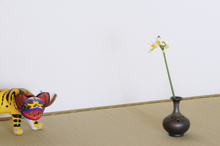 papiermache: One wheel feed of narcissus in the alcove and papier-mache and tiger