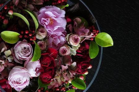 It rose on the black table Foto de archivo